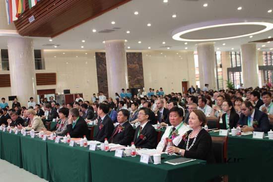 20余国驻华使节中捷斯友谊农场再聚首谋求合作共赢