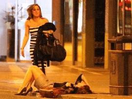 猖狂!南宁两年轻女子凌晨被12人持砍刀追杀