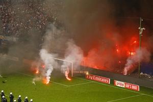 汉堡降级球迷火烧球场