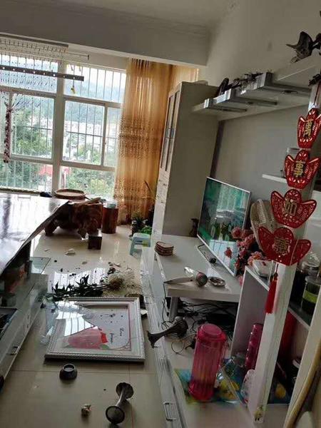 云南墨江震区民众自述:感觉天在转 老房子开裂严重
