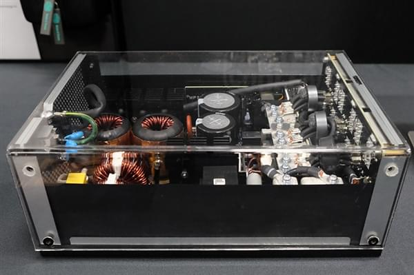 酷冷至尊7000元旗舰电源内部大曝光:日本原味华丽堆料的照片 - 2