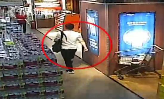 女子超市内被陌生男用针扎怕染艾滋 医生:几率很低