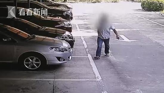 男子办不成离职手续 狂砸老板奔驰车泄愤需赔5万