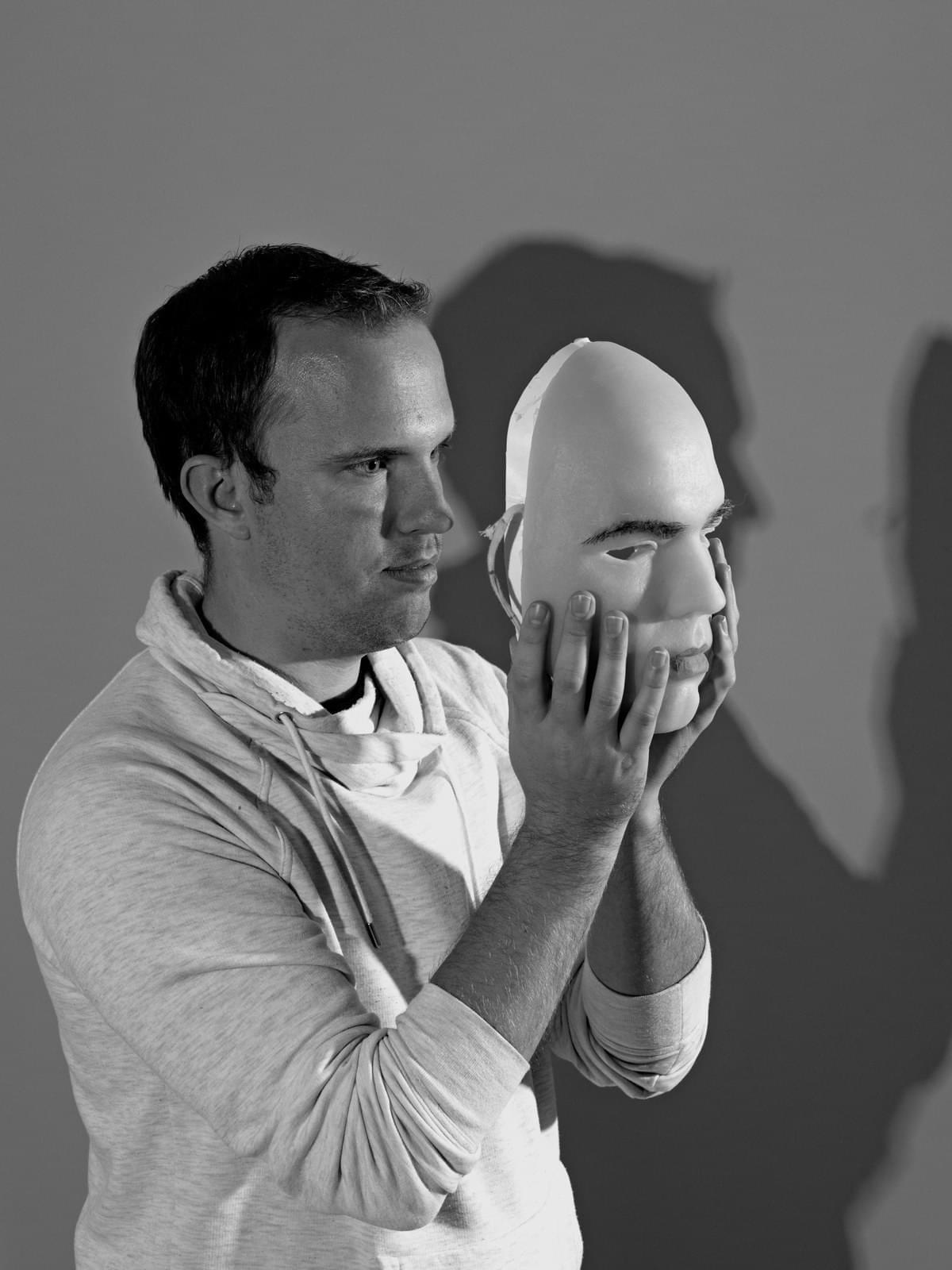 为破解FaceID有人花数千美元做面具,结果失败了