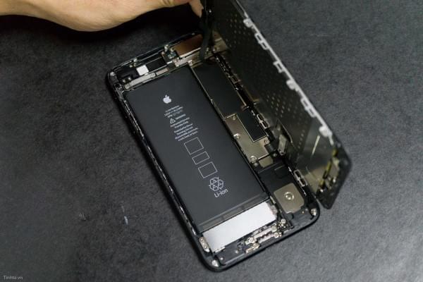2675mAh容量电池:iPhone 7 Plus拆解视频的照片 - 19