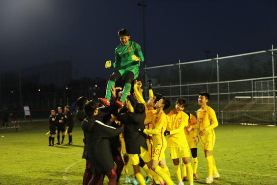 中国U14男足在欧洲称霸 鲁能小将何小珂喜提金靴