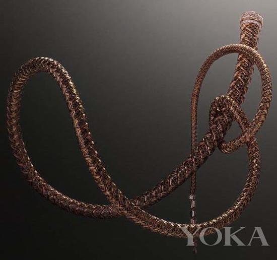 爱马仕珠宝以马鞭为灵感。