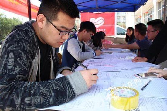 为青春点赞 重庆大学370名大学生踊跃献血