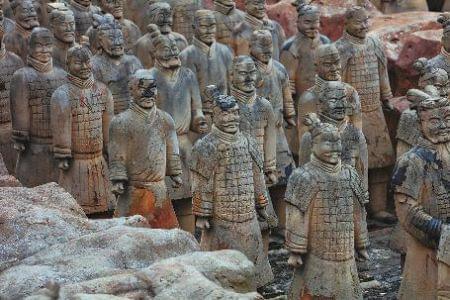 安徽一景区现山寨兵马俑群 回应称我们就是A货