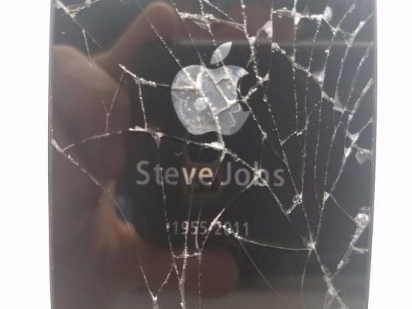 这台破损的iPhone 4s售价高达102.8万的照片 - 4