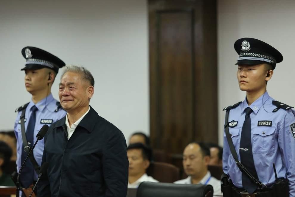 """""""億元老虎""""被判無期當庭認罪 曾在庭審時痛哭流淚"""