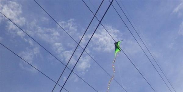 """中国电网的""""激光炮"""":清理高压电线飘挂物的照片 - 4"""