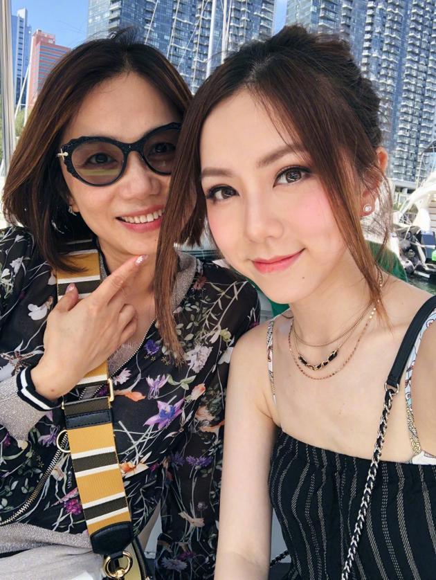 邓紫棋与妈妈