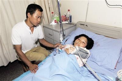 袖珍妈妈生下4斤重儿子 手术时器械只能用小号