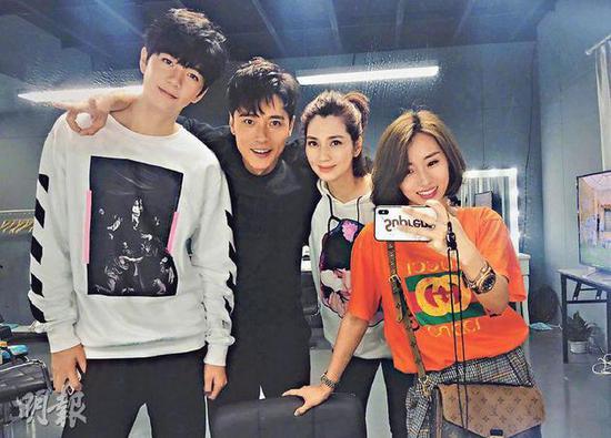 跟张丹峰传绯闻的毕滢(右一),与张镐濂(左起)、张丹峰、洪欣感情好,经常合照。