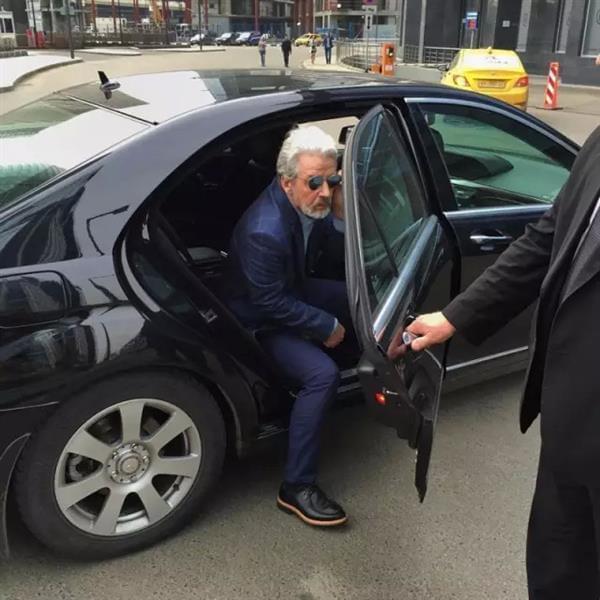 5万卢布包装俄罗斯退休大爷成为网红 骗了所有人的照片 - 2