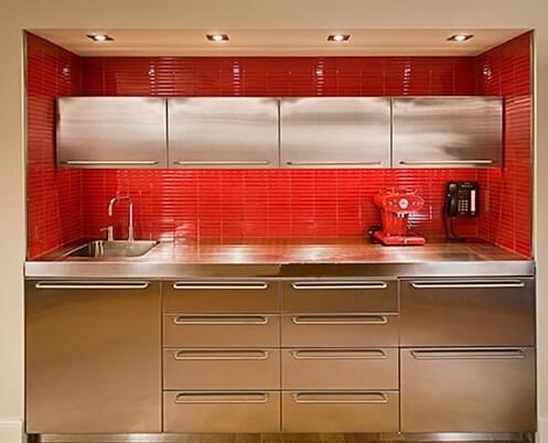 楼梯底部不仅可以做收纳还可以打造成厨房