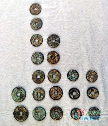 旧房改造挖出5.6吨古钱币(图)