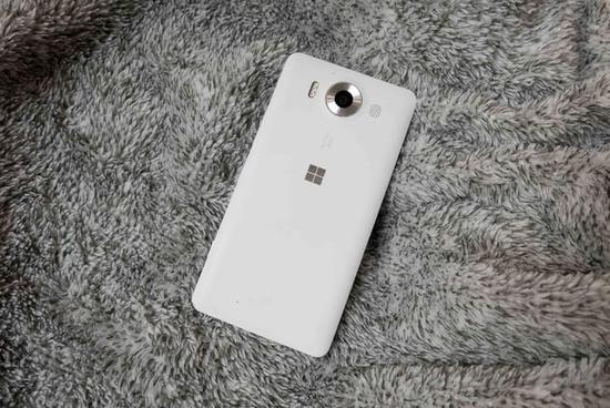 末代Windows机皇:Lumia 950