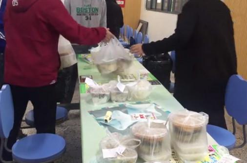 这波操作666!大学生帮食堂送外卖,称日入3000元!
