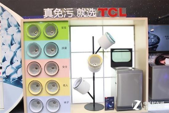 1+N搭配 同时现场消费者就能耗问题提出了问题,在场工程师耐心地做了解释:TCL免污式洗衣机非常省水,以TCL免污式桶中桶洗衣机为例,它的大桶单次洗涤节水30%以上,专属桶单次洗涤节水超过80%,非常节能环保。 创新黑科技二一体变频及特殊食材的存储 此次展会TCL带来的一体变频特殊食材存储风冷冰箱也是广受好评。这款冰箱首创一体变频技术,实现冰箱风量、风速、温度的自动匹配,能有效保存食物的原始风味与营养,具有制冷快、温差小、超节能、低噪音的特点。