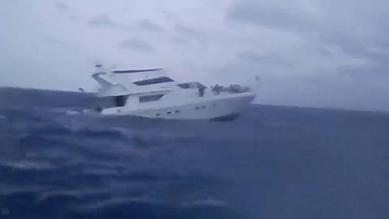 泰国普吉岛沉船事故发生时的画面.视觉中国