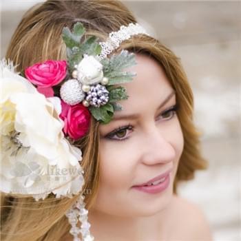 波西尼亚风新娘造型 浪漫花环新娘发型