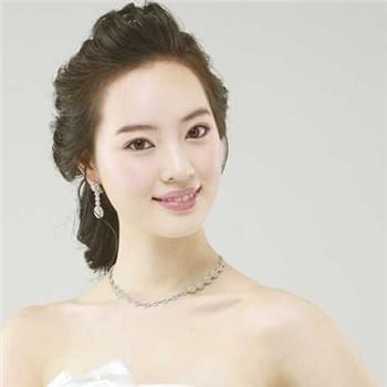 唯美韩式新娘盘发发型 看你喜爱哪一款图片