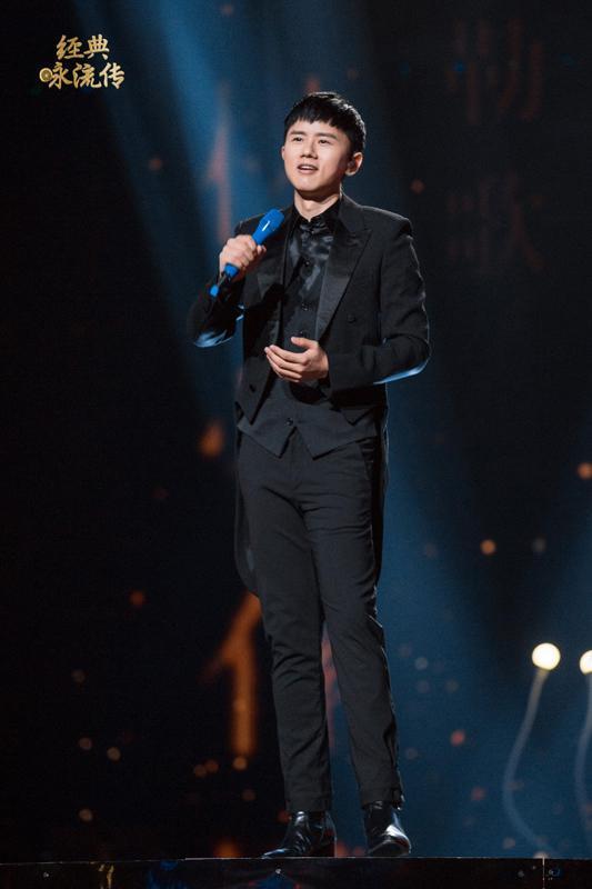 张杰首度演唱《经典咏流传》主题曲让康震落泪