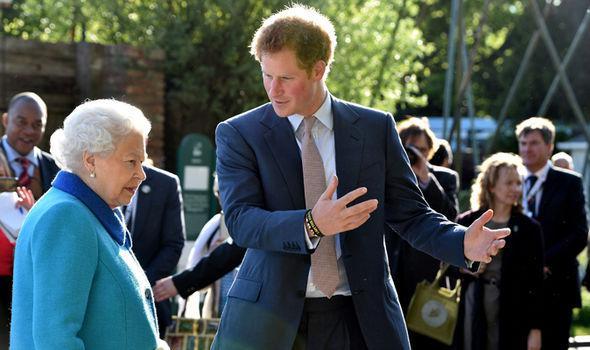 祖母是女王什么感觉?哈里王子:每次见她都会紧张