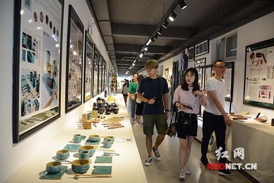 中南林业科技大学家具与艺术设计学院2017届本科毕业设计作品展吸引了