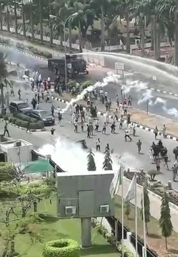 尼日利亚首都市中心爆发骚乱 有枪声传出