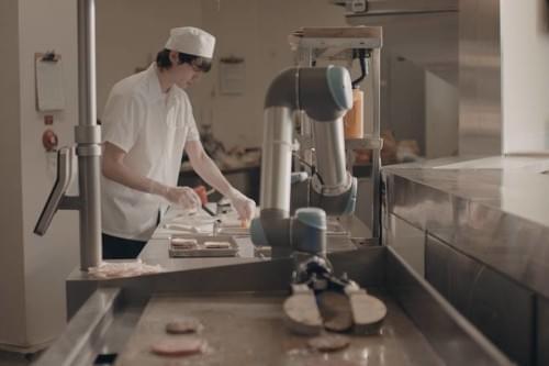推特请机器人来做沙拉 简单食物的制作开始自动化