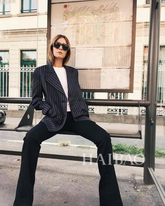 时尚博主Chiara Capitani条纹西装造型