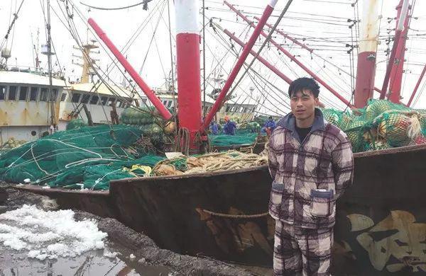 东海撞船渔民救起21名船员:我们是浪尖上的男人,落水肯定救
