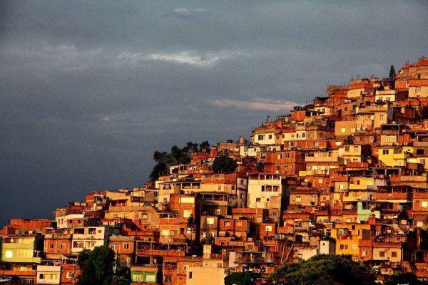 西媒称巴西军队干政风险加剧有将领称或发动兵变