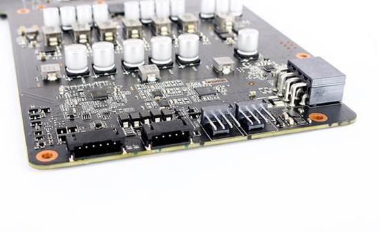 4999元 进入购买 第7页:映众GTX 1070冰龙超级版 映众(Inno3D)旗下的GTX1070冰龙超级版,目前报价为3299元,性价比非常突出,可以满足大家畅玩《无双全明星》的需求!  映众(Inno3D) GTX1070冰龙超级版的外观与GTX1080冰龙超级版相同,银色主色调搭配红黑配色非常酷炫,高端霸气上档次,拿在手上也是重量十足!显卡基于16nm FinFET工艺GP104-200核心,内建1920个CUDA核心。支持最新的GPU Boost 3.