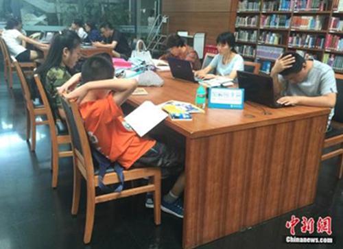 图书馆拒绝儿童入内 公共场所如何管住熊孩子?