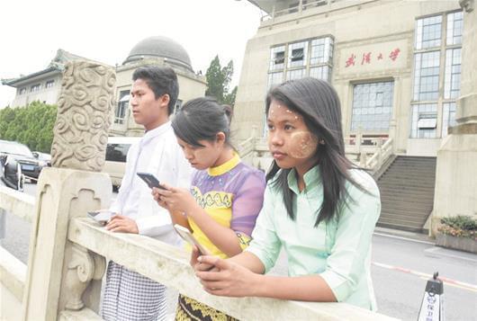 """探访新老地标后 12位缅甸留学生""""爱上大武汉"""""""
