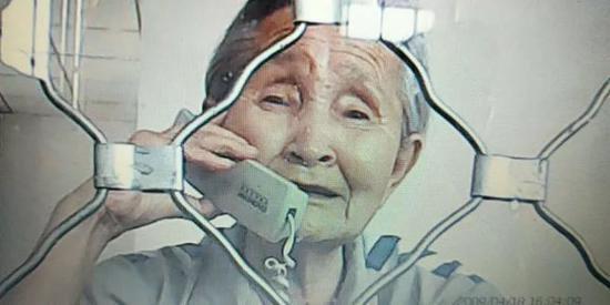 今年六月,家人与李淑贤会见时。受访者供图