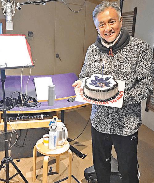吴岱融称配音坏人有难度 在工作中度过58岁生日