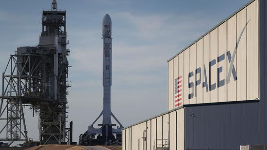 马斯克的计划再延期,SpaceX载人绕月推迟或到明年