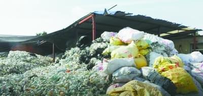 废弃输液瓶袋打成塑料颗粒出售