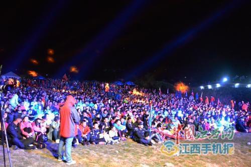 武功山帐篷节上演:动感音乐不断 人气主播助力