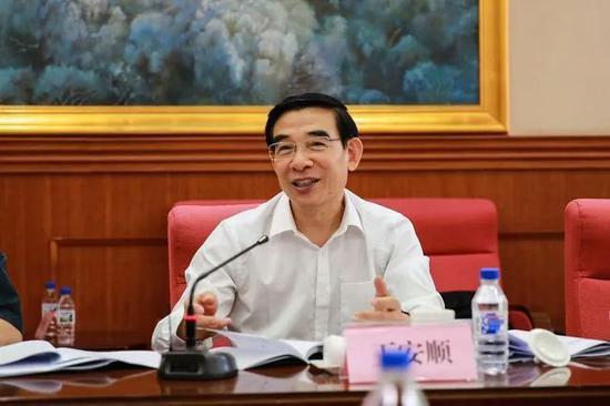 王安顺职务有变:改任国研中心正部长级副主任