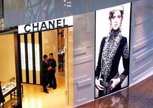 奢侈品卖不动了?别担心 中国消费者仍在买买买
