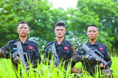 森林公安3名毕业生  利比里亚当维和警察