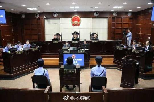 保姆纵火案庭审视频曝光 莫焕晶哭着说认罪认罚