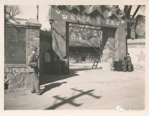 上世纪50年代的学校大门(八一学校供图)