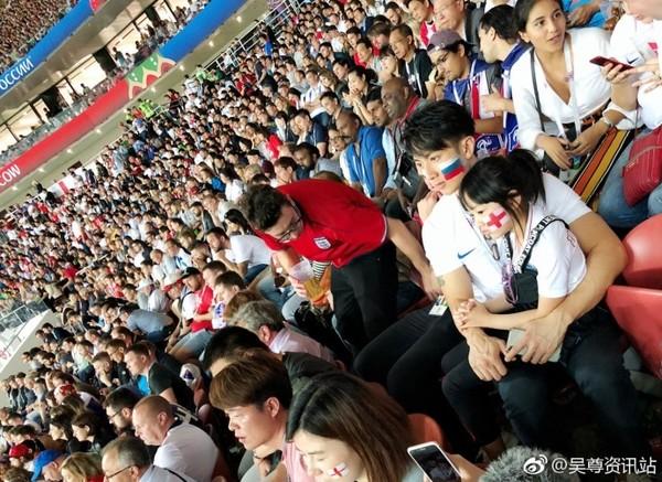吴尊与neinei看世界杯 父女俩大长腿气场超强